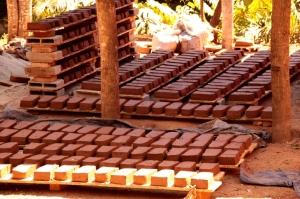 Tabiques de adobe en Tiba, Brasil.